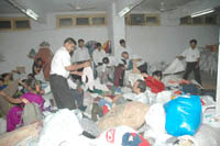 Volunteers at Shri Harigurugraam seggregating the old clothes subimitted by bhaktas (1)