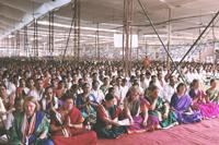 Devotees-chanting-Shree-Gayatri-Mantra
