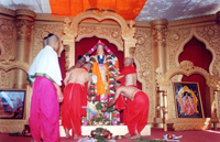 Poojan-being-performed-on-Shree-Vyakatesh-Idol