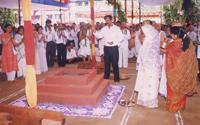 Sadguru-Bapu-Igniting-the-yadnya-kunda