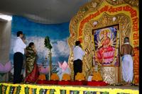 Sadguru-Bapu-Nandai-and-Suchitdada-offering-prayers-to-Shree-Gayatri-Mata