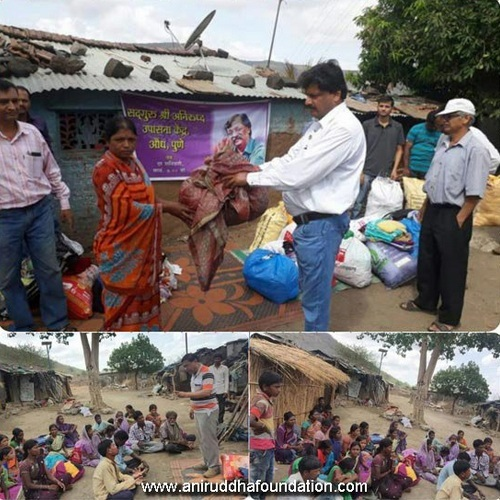 AniruddhaFoundation-Distribution of clothes at Mulshi, Pune-6th June, 2017-OldIsGold