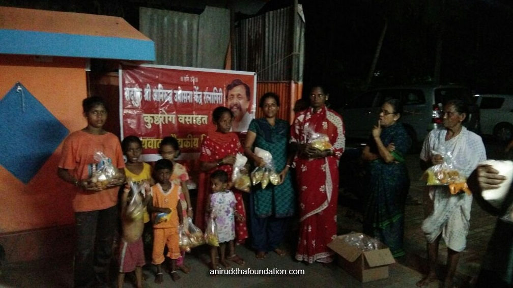 AniruddhaFoundation-Villagers with Diwali sweets