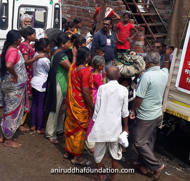 AniruddhaFoundation-distribution of clothes at Pune