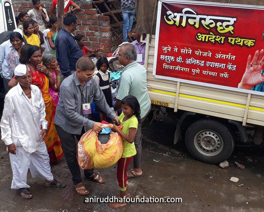 AniruddhaFoundation-distribution of clothes at Pune