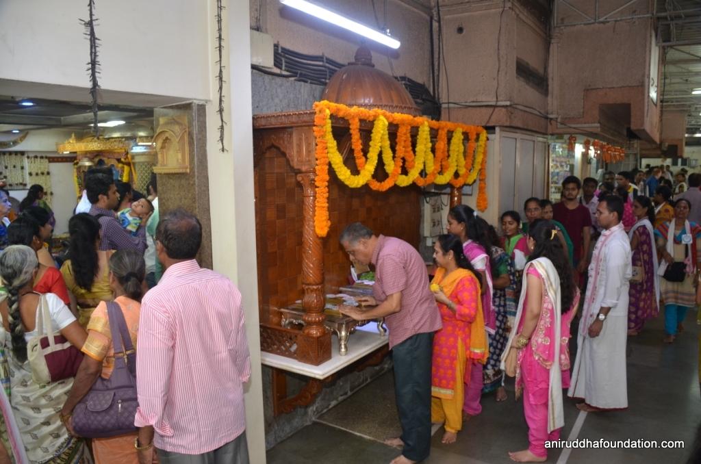 Shubhankara Navratra-Shraddhavans taking darshan at Gurukshetram