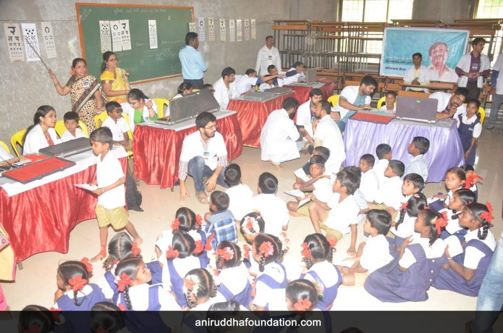 AniruddhaFoundation-Eye Checkup and Vitamin distribution camp' for school children at Virar (1)